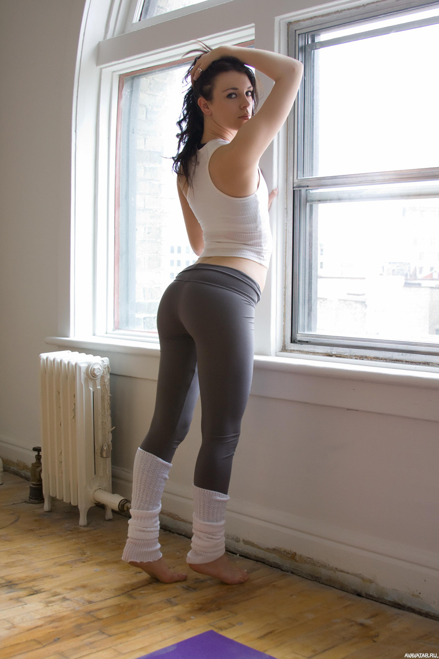 Cute chick Dani Daniels sheds spandex clothing to fuck in pink leg warmers № 632238 бесплатно