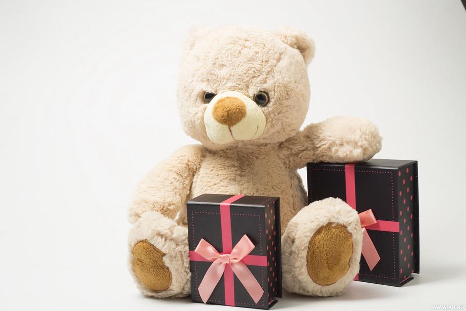 Фото мишки с подарком 699