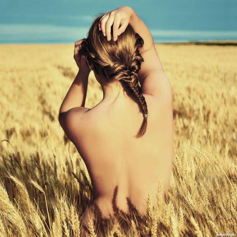 Картинка голой девушки со спины каждым